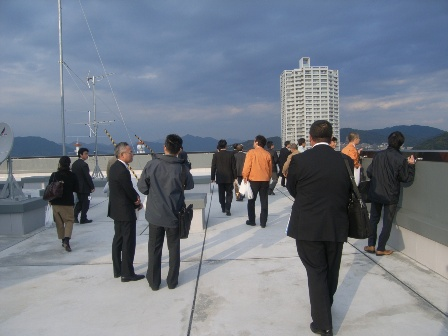 環境ビジネス研究会でエコオフィスビルの見学
