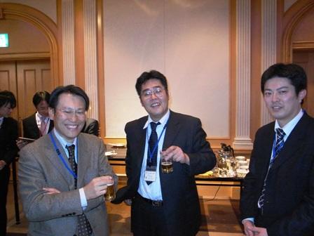 左から松本先生(北九州大)中島さん、柴田くん