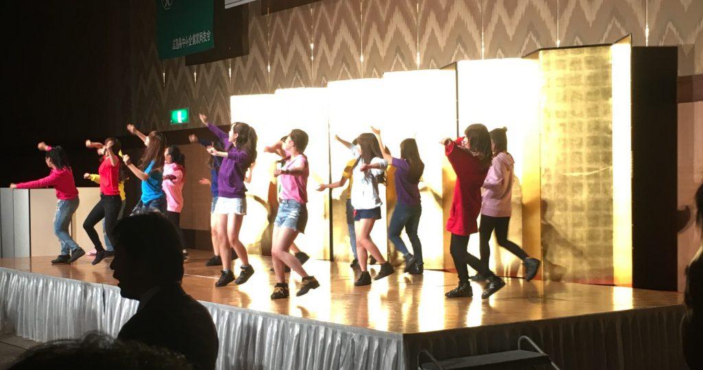 固い話が続くので懇親会で行われた広島文京女子大のダンス部のパフォーマンス